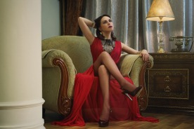 lady-in-red-2189102_1920